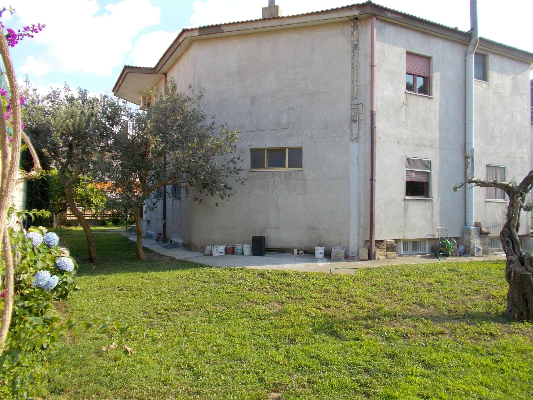 Villa Tri-Quadrifamiliare in Vendita a Santa Maria a Vico