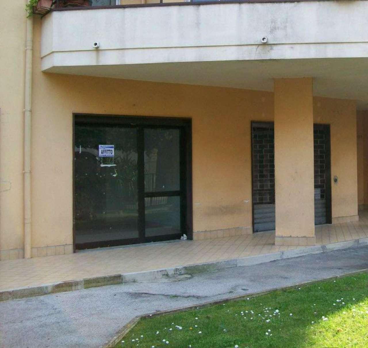 Negozio / Locale in affitto a Santa Maria a Vico, 1 locali, prezzo € 250 | CambioCasa.it