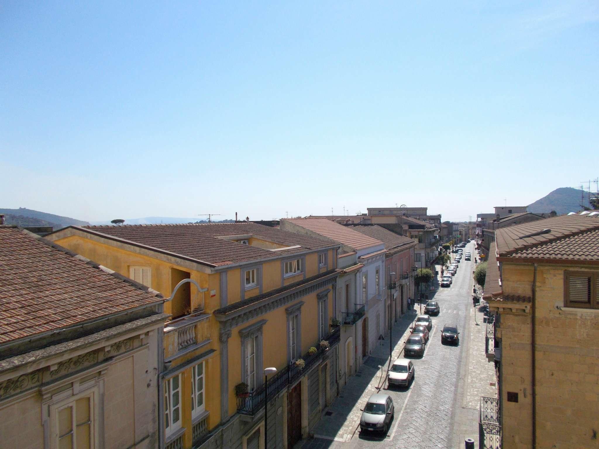 Appartamento in vendita a Santa Maria a Vico, 6 locali, prezzo € 110.000 | CambioCasa.it