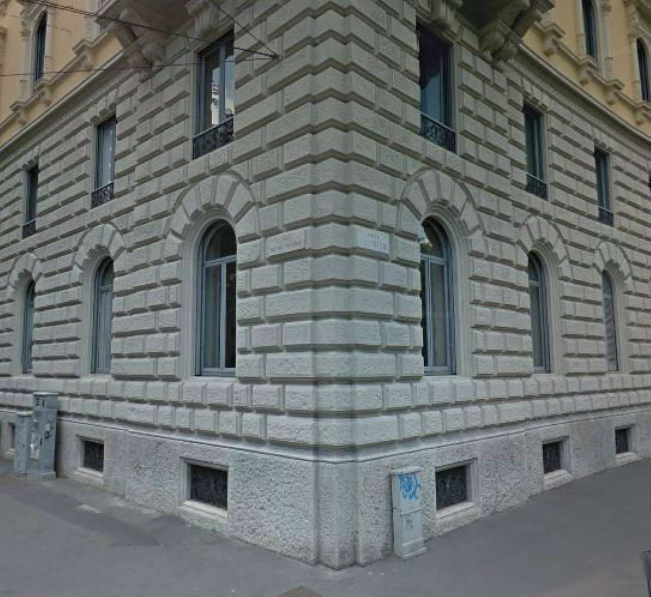 Immobile Commerciale in affitto a Milano (Magenta, Sempione)-http://media.getrix.it/1/3510/2576580308.jpg