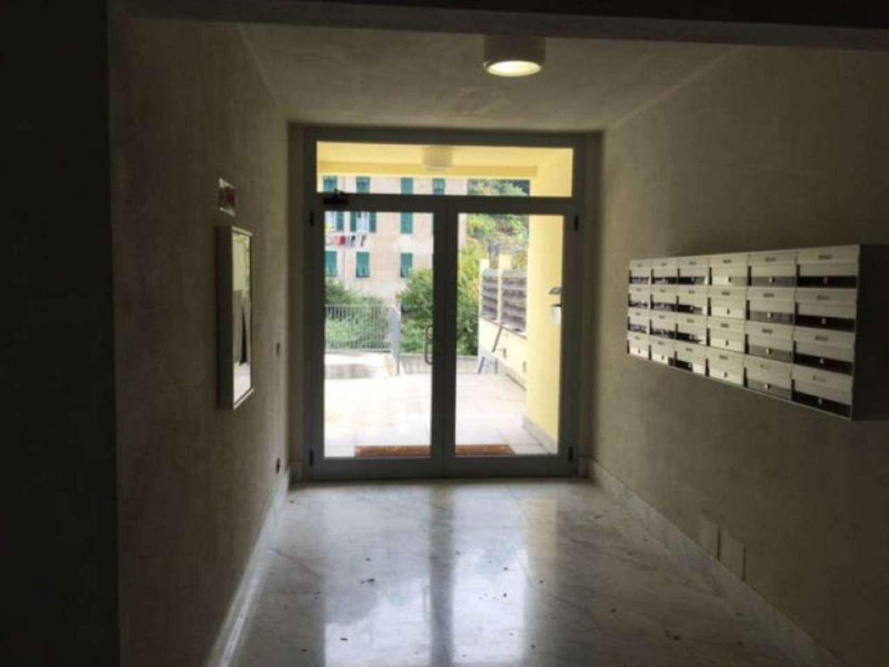 Bilocale Genova Via Varenna 10