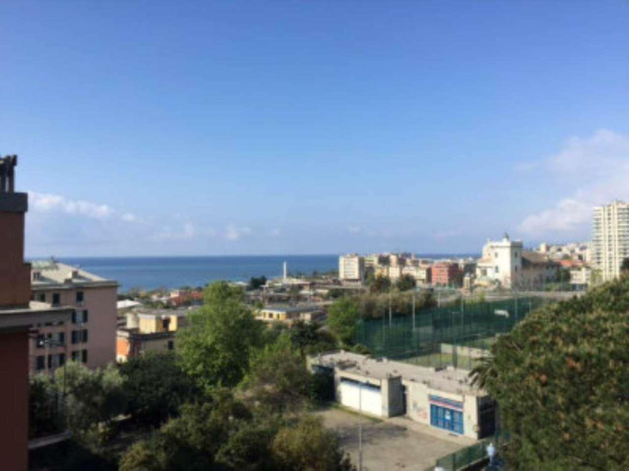 Bilocale Genova Via Reggio 1
