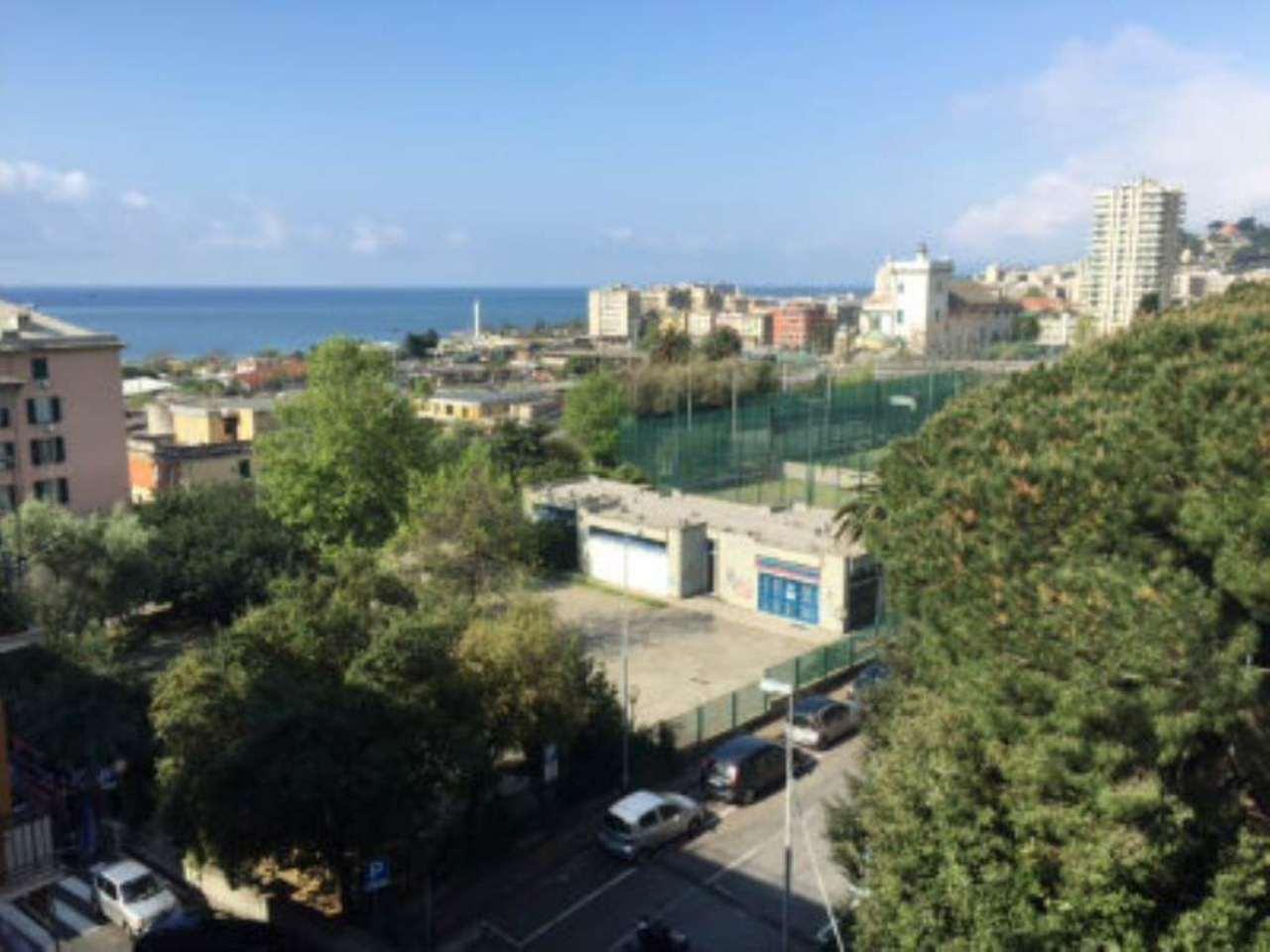 Bilocale Genova Via Reggio 9