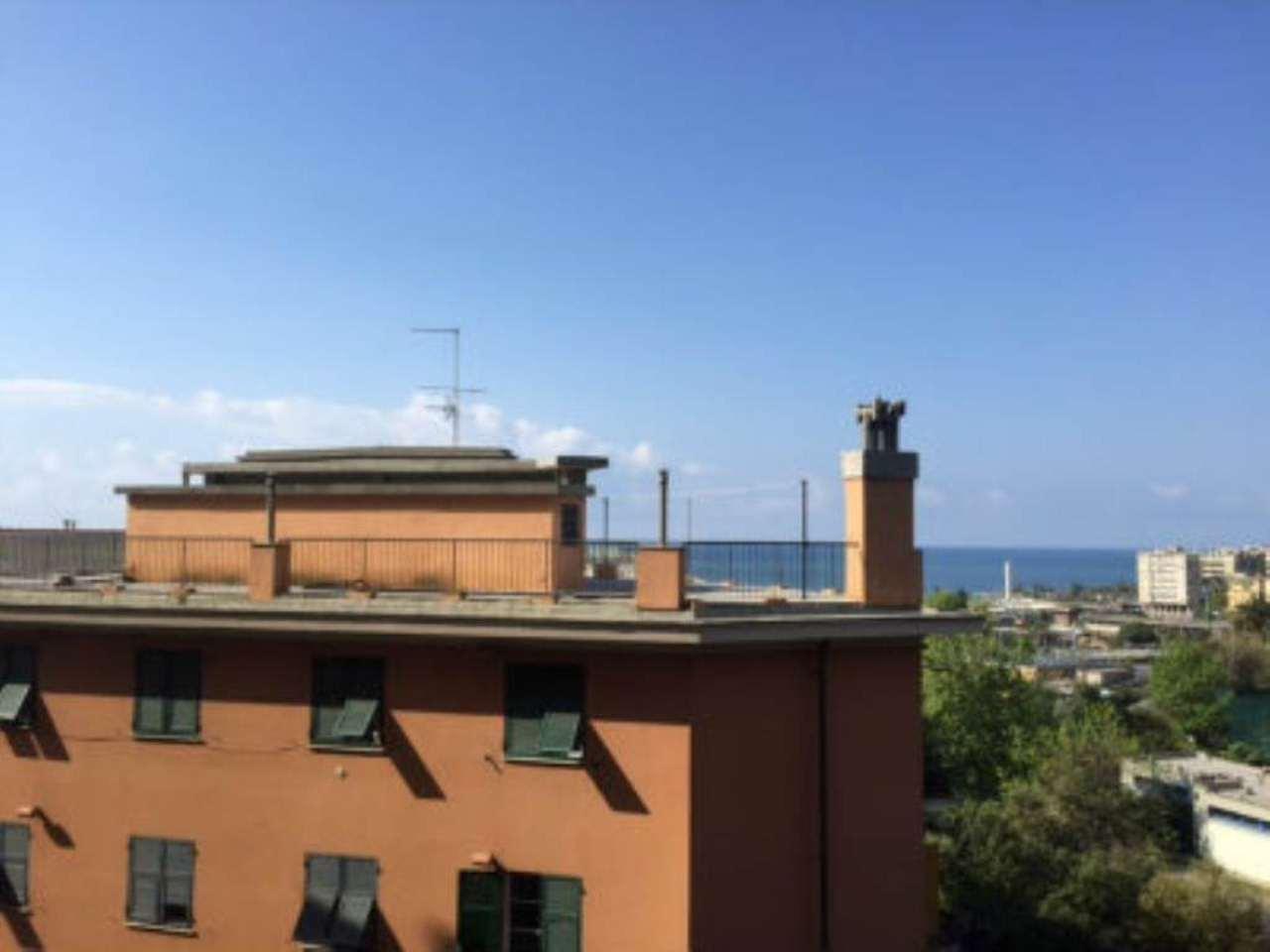 Bilocale Genova Via Reggio 8