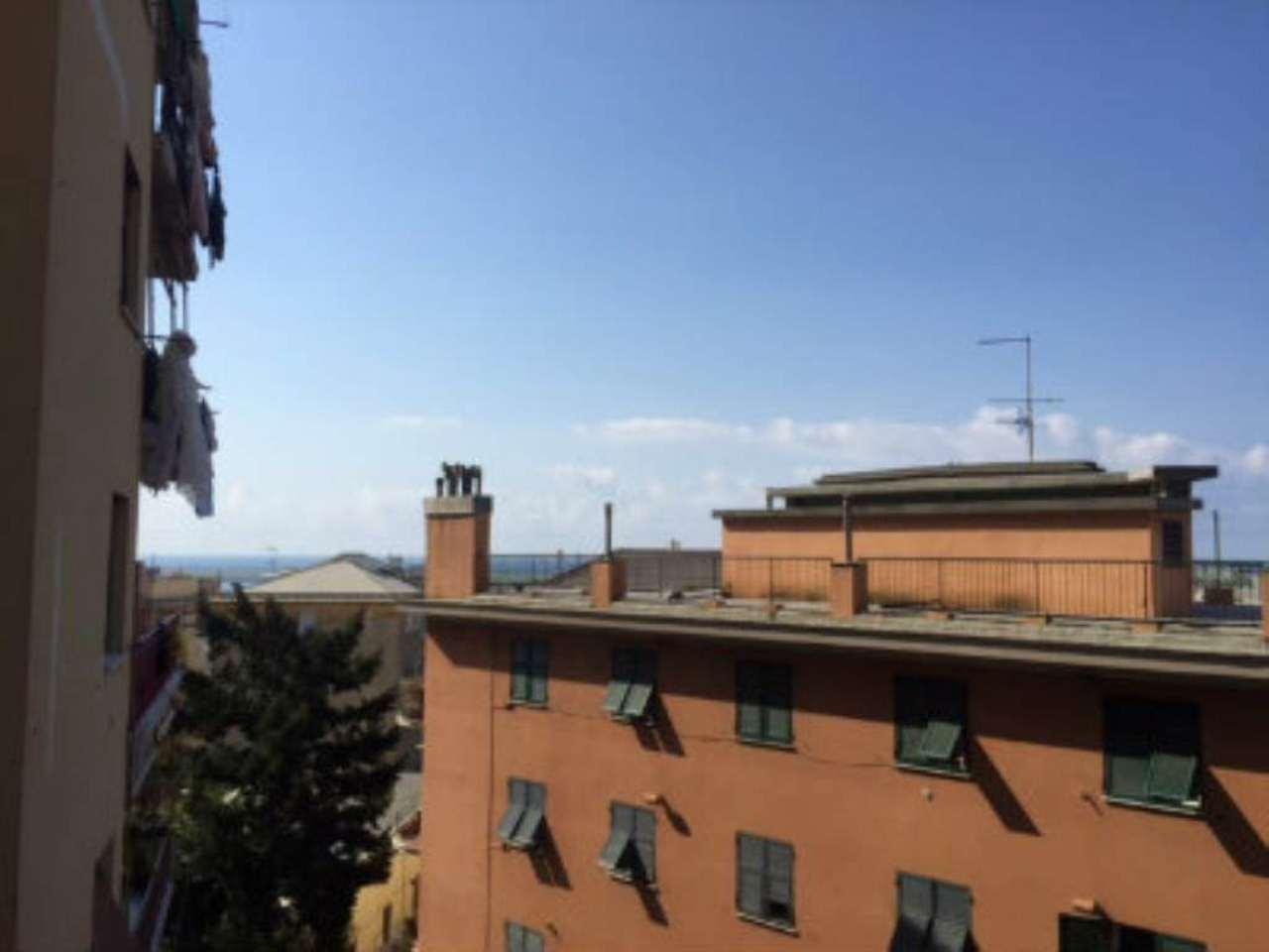 Bilocale Genova Via Reggio 10