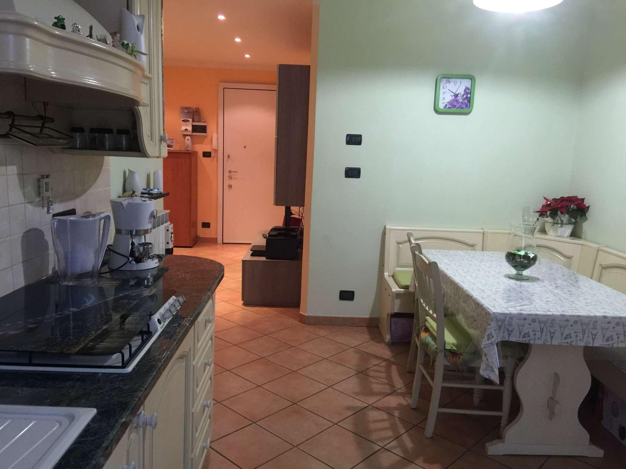 Bilocale Genova Via Vezzani 10