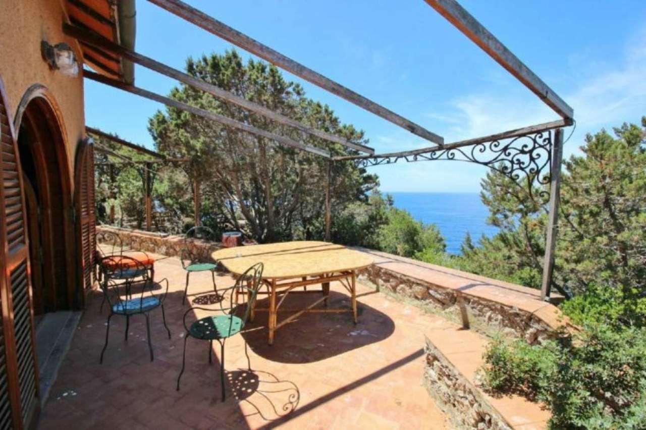 Villa in vendita a Isola del Giglio, 5 locali, prezzo € 600.000 | Cambio Casa.it