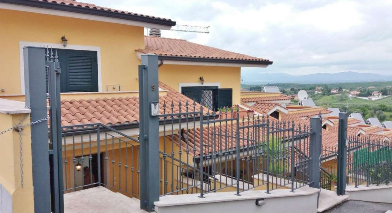 Villa in vendita a Mentana, 5 locali, prezzo € 265.000 | Cambio Casa.it