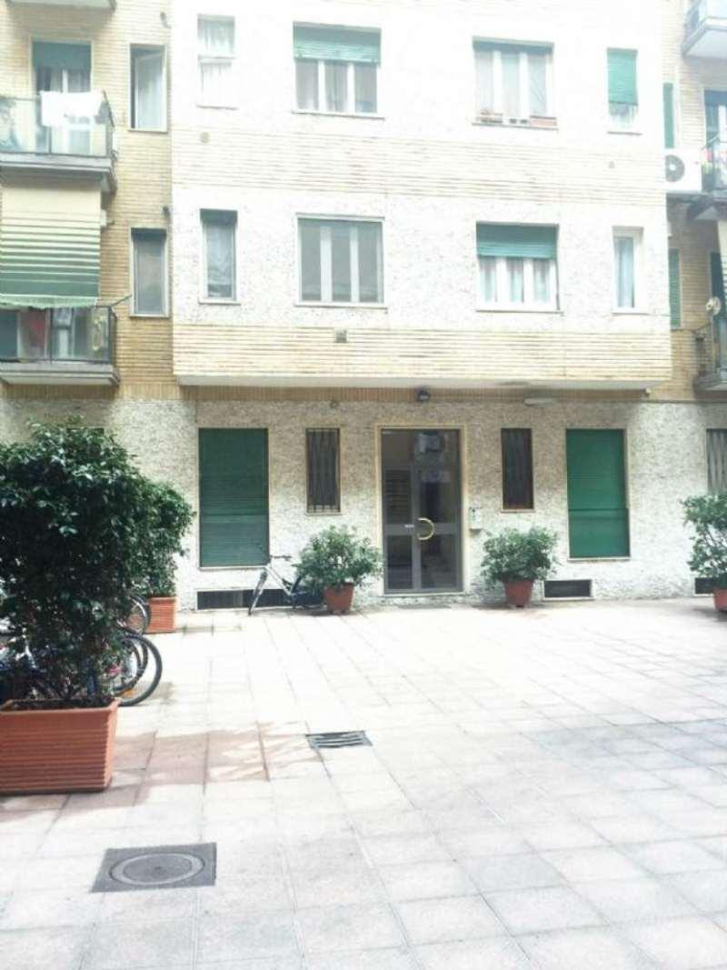 Bilocale Milano Via Giambellino 11