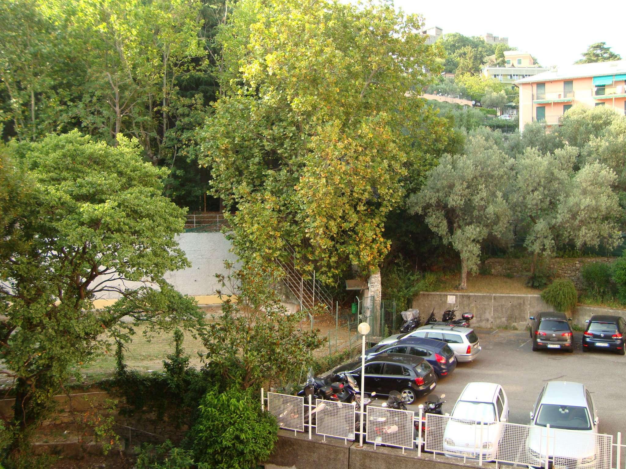 Bilocale Genova Via Razeto 12