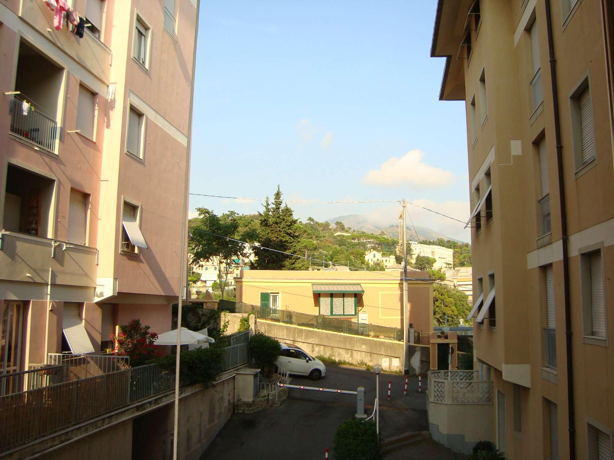 Bilocale Genova Via Razeto 11