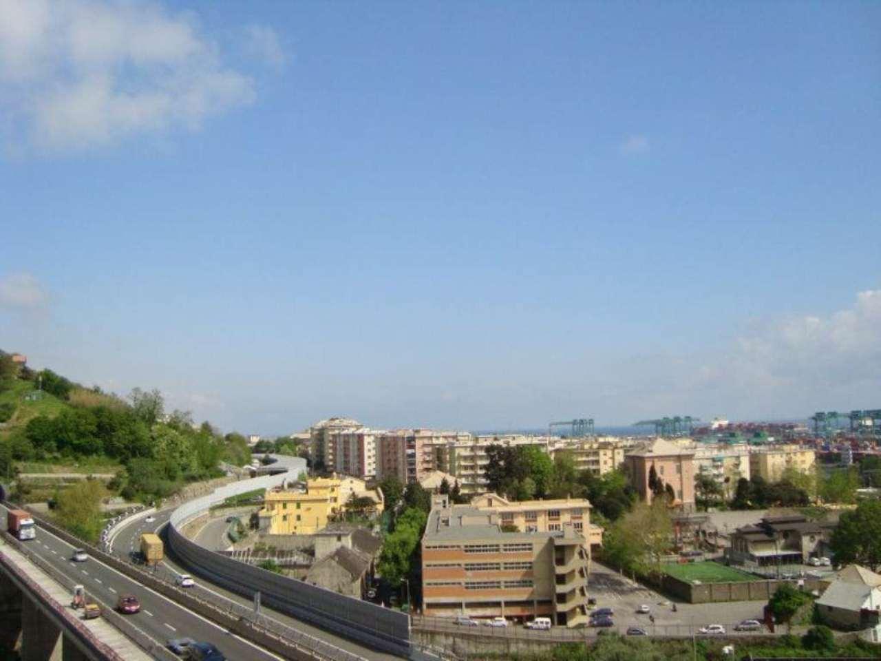 Bilocale Genova Via Murtola 5