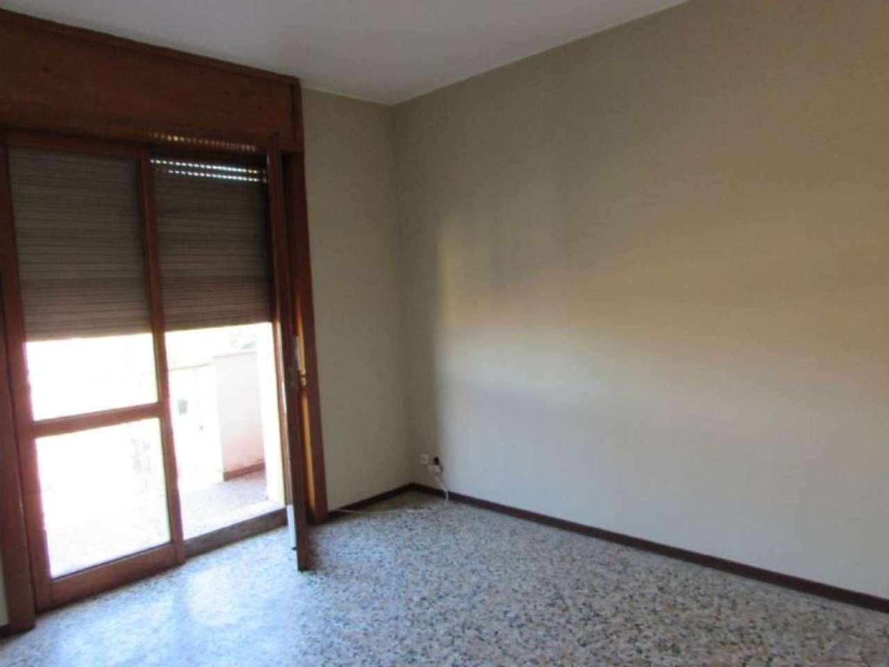 Bilocale Milano Via Edolo 4