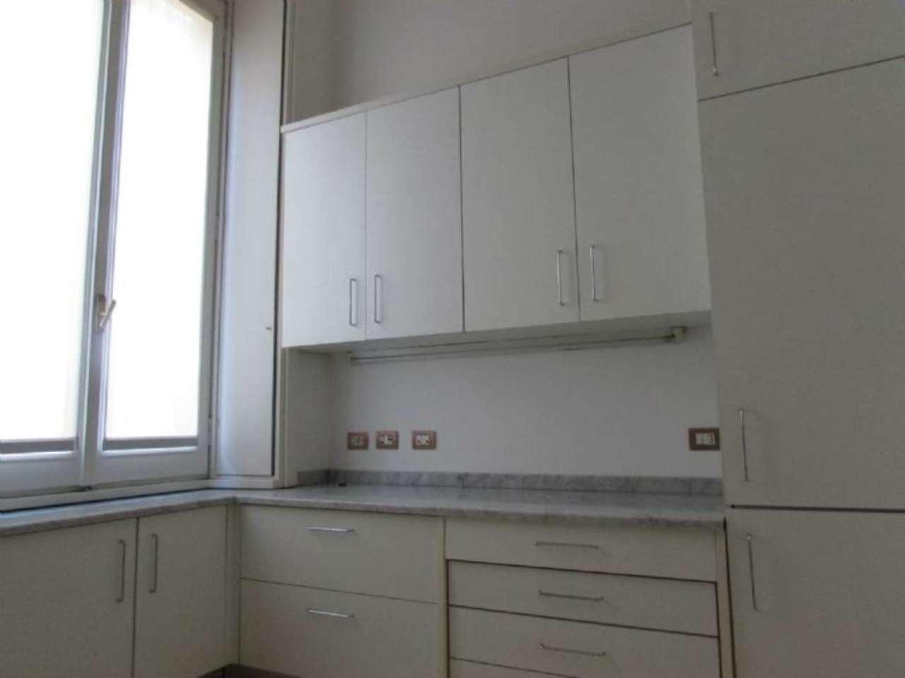 Bilocale Milano Via Bigli 13