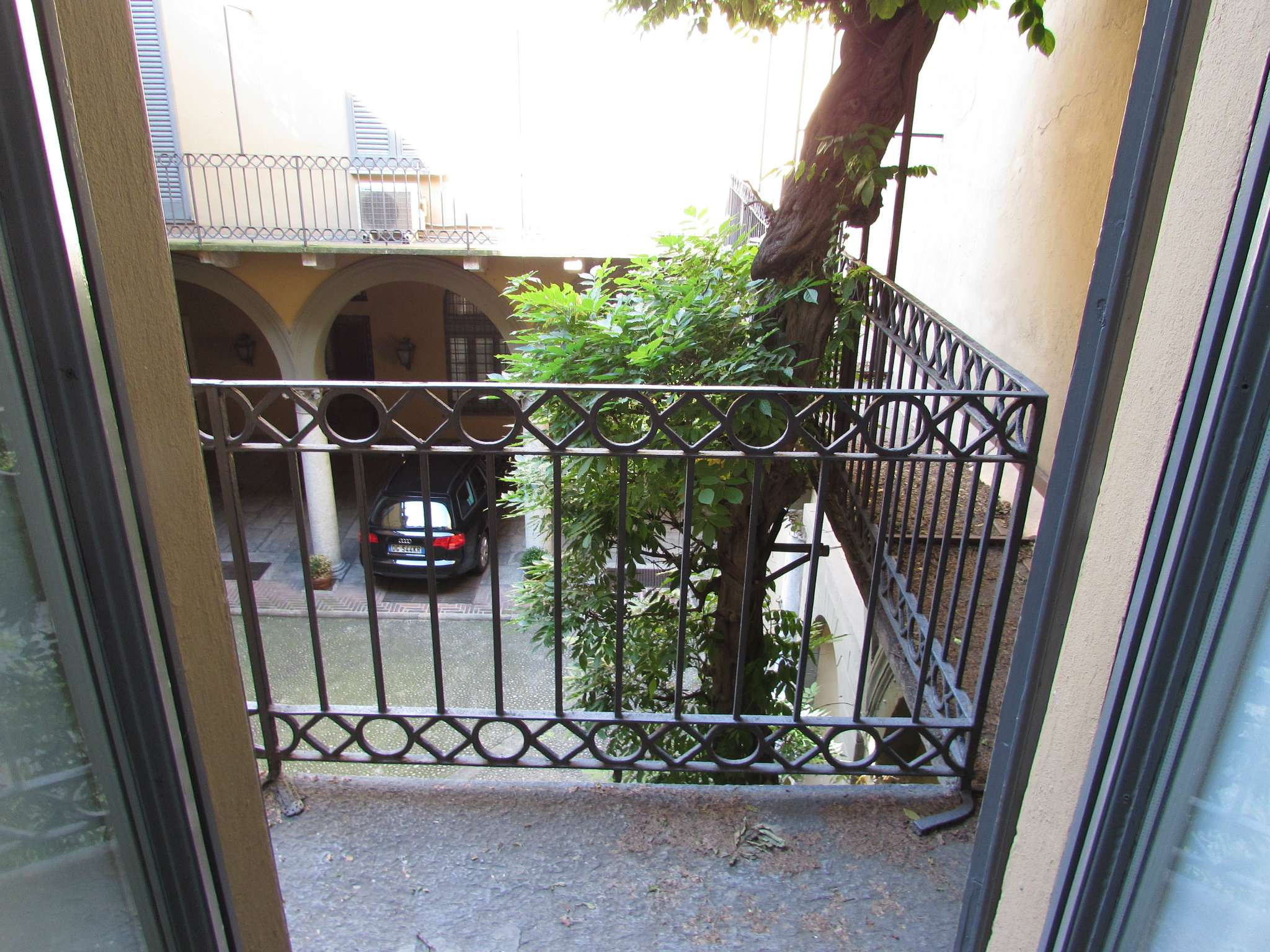 Bilocale Milano Via Bigli 8