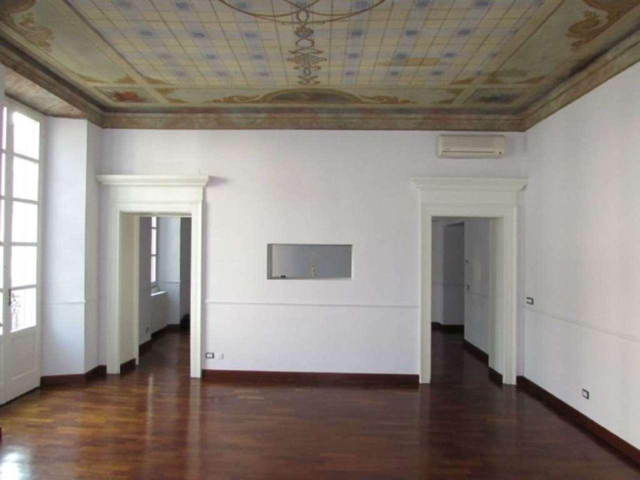 Bilocale Milano Via Alessandro Manzoni 1