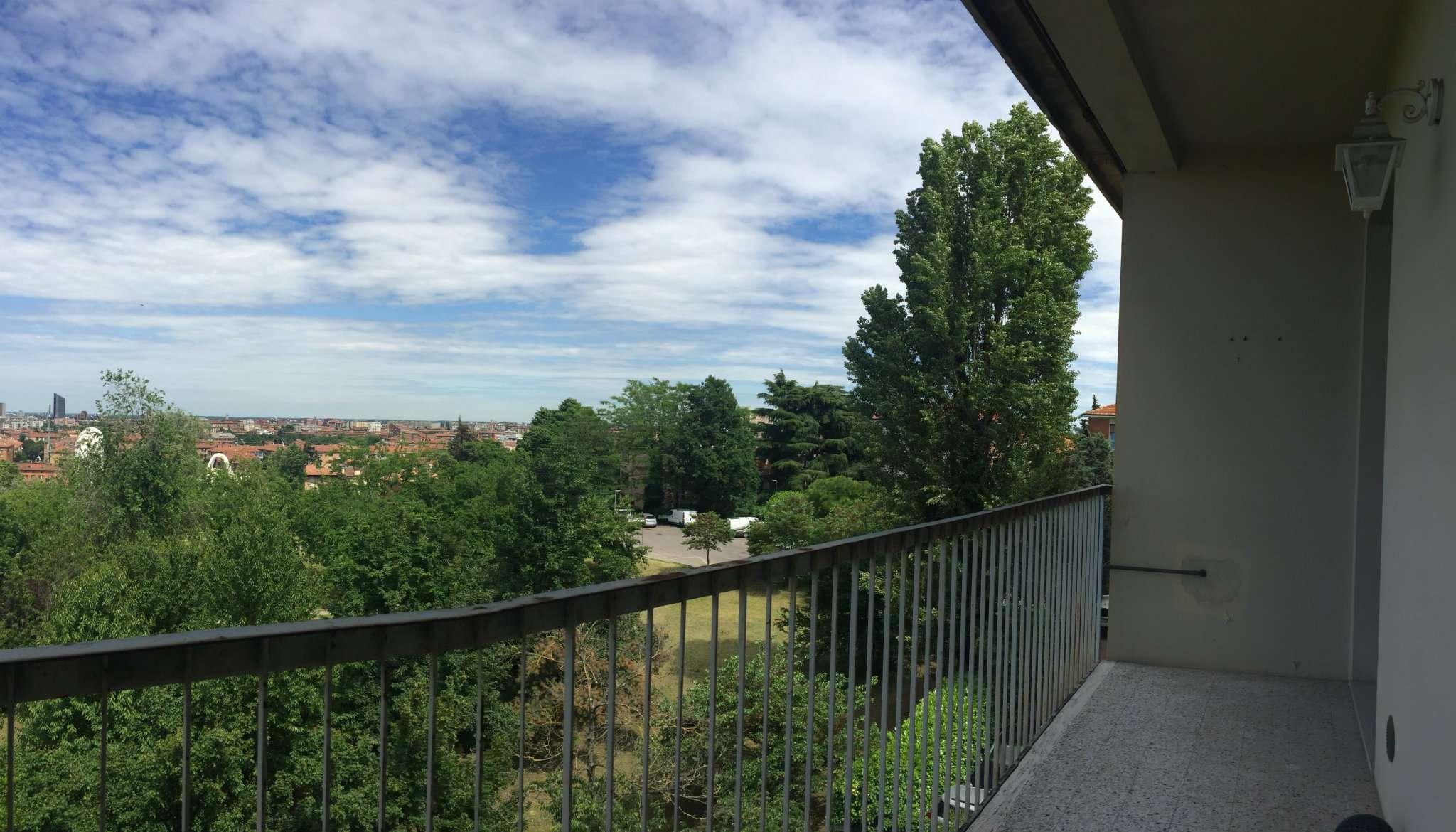 Bilocale Bologna Via Molinelli 5