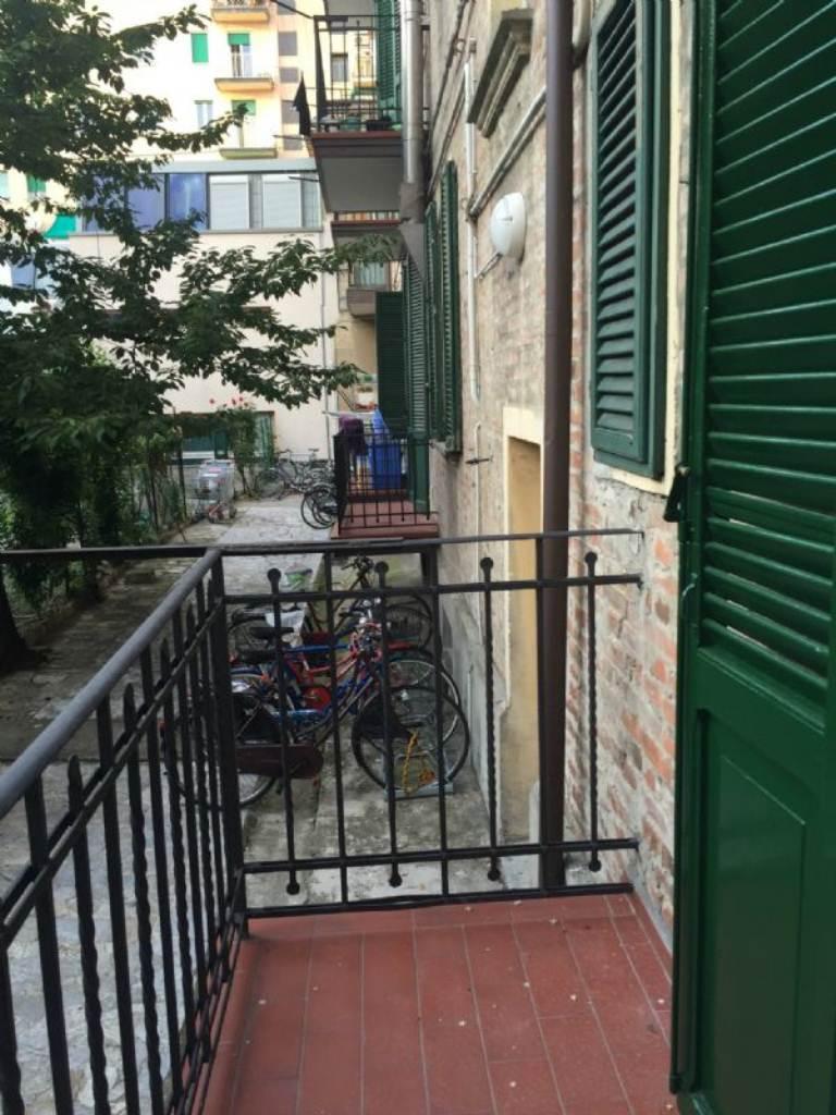 Bilocale Bologna Via Vittorio Veneto 9
