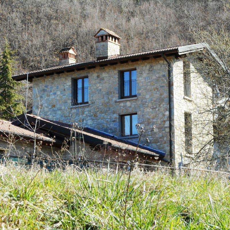 Rustico / Casale in vendita a Castel d'Aiano, 7 locali, prezzo € 150.000 | CambioCasa.it