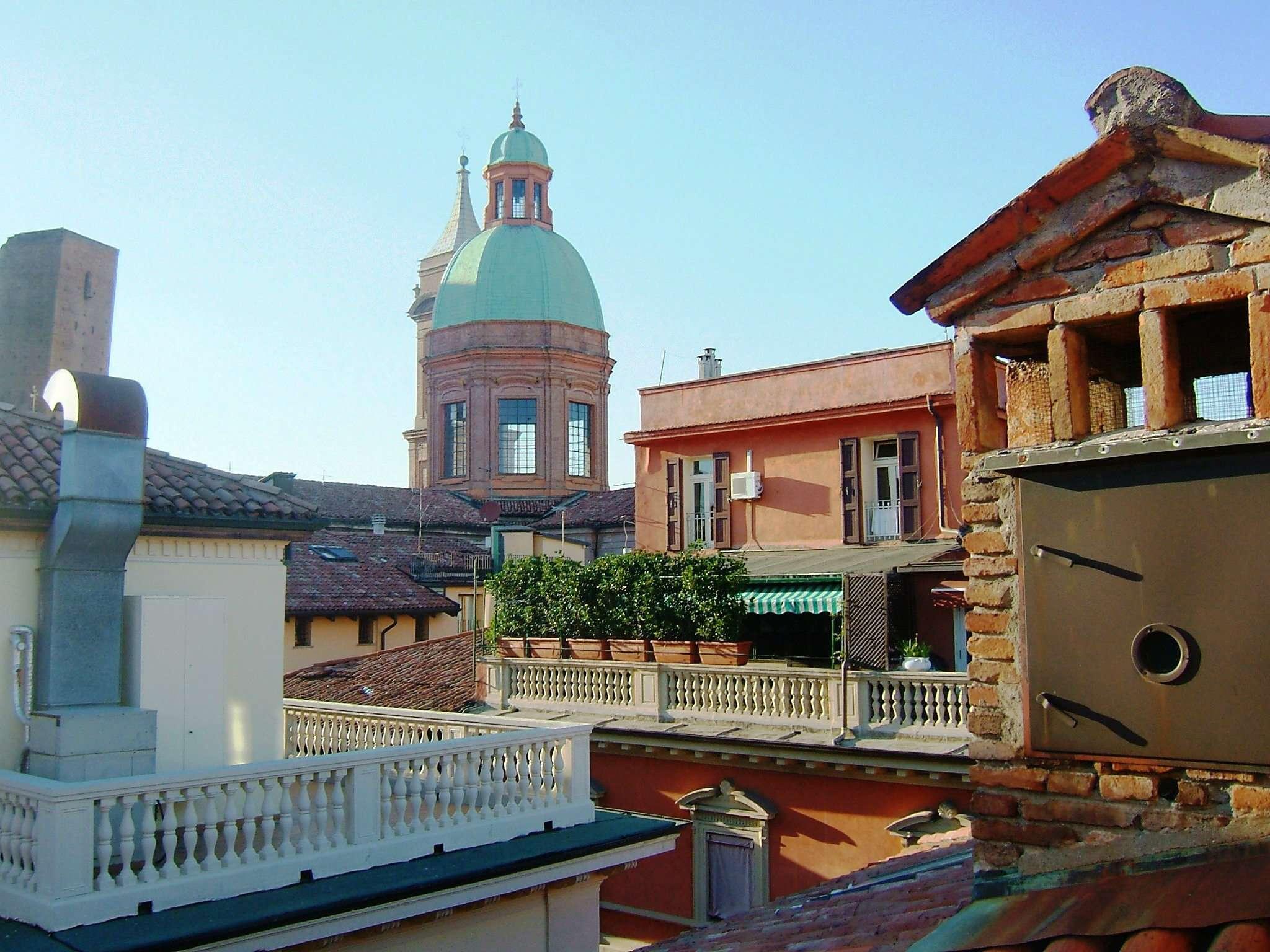 Appartamento in affitto a Bologna, 4 locali, zona Zona: 1 . Centro Storico, prezzo € 1.100   Cambio Casa.it