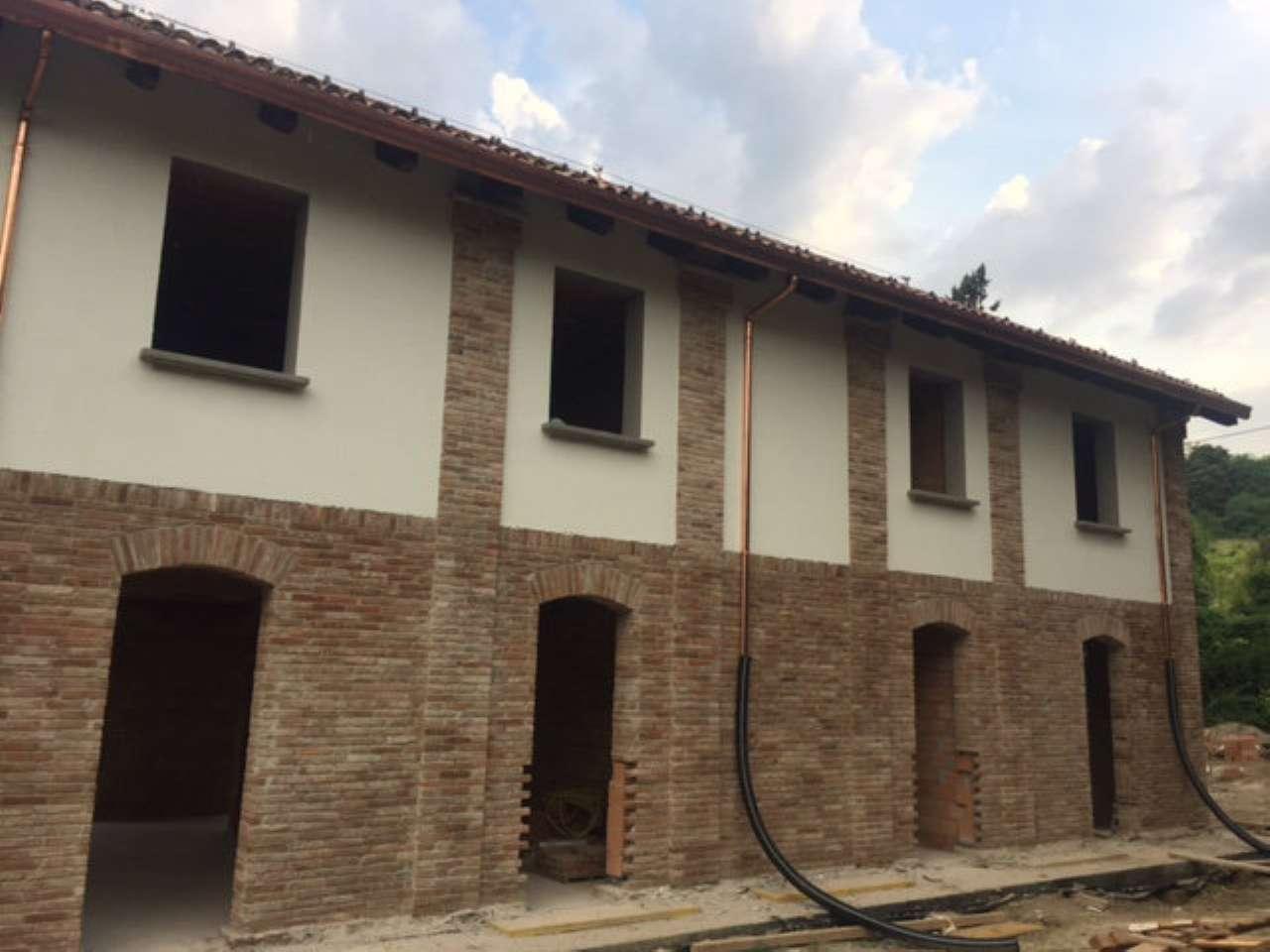 Villa Tri-Quadrifamiliare in Vendita a Bologna