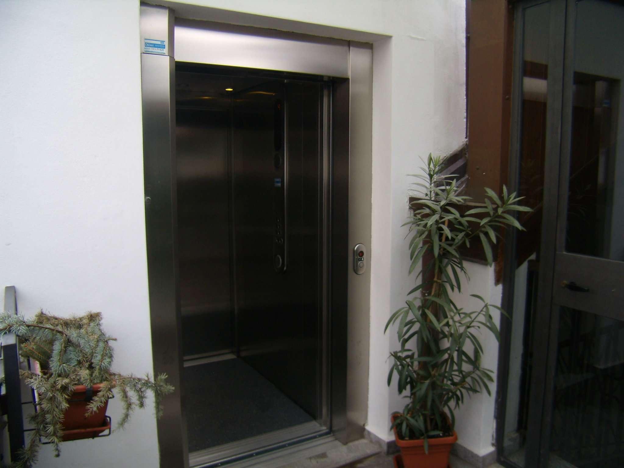 Bilocale Milano Via Guglielmo Guintellino 12