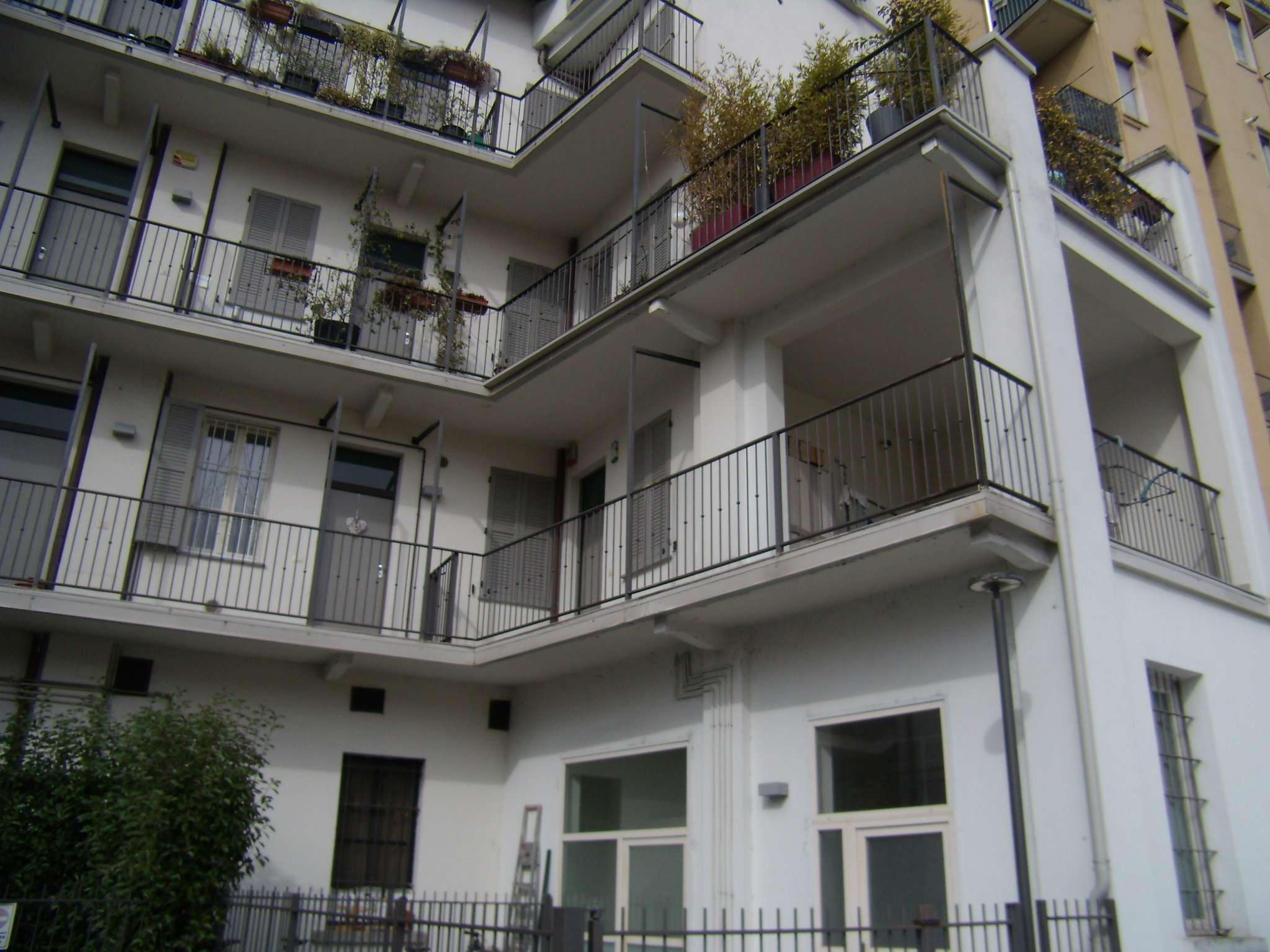 Bilocale Milano Via Guglielmo Guintellino 1