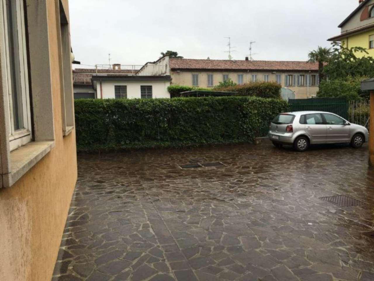 garage-Box-posto auto Singolo in Vendita a Merate