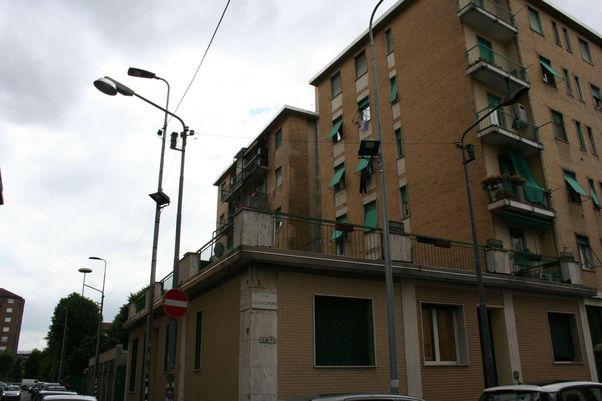 Bilocale Milano Via Caltagirone 2