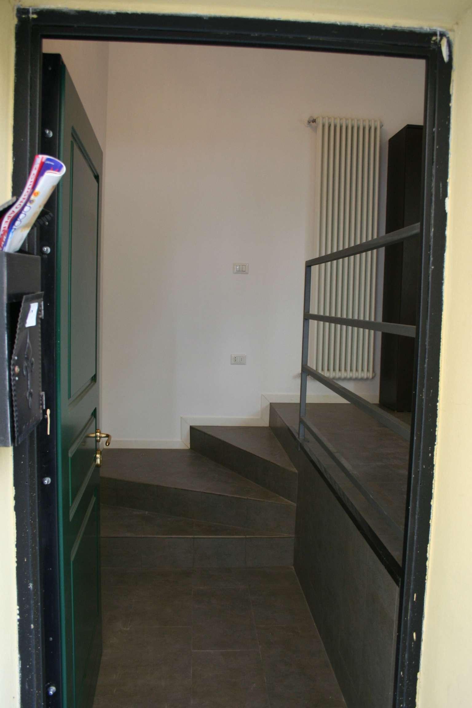 Bilocale Milano Via Caltagirone 9