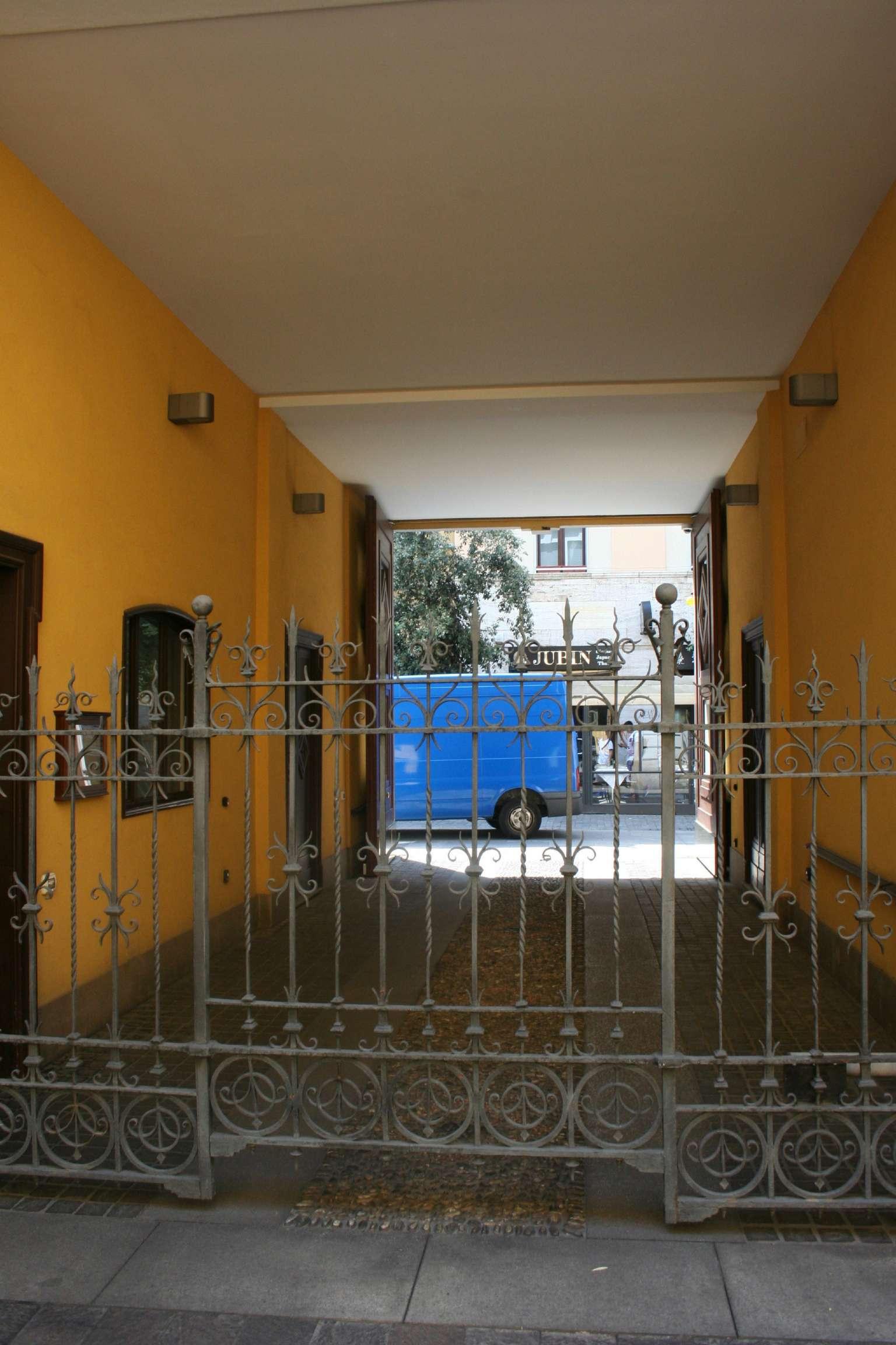 Bilocale Milano Via Paolo Sarpi 12