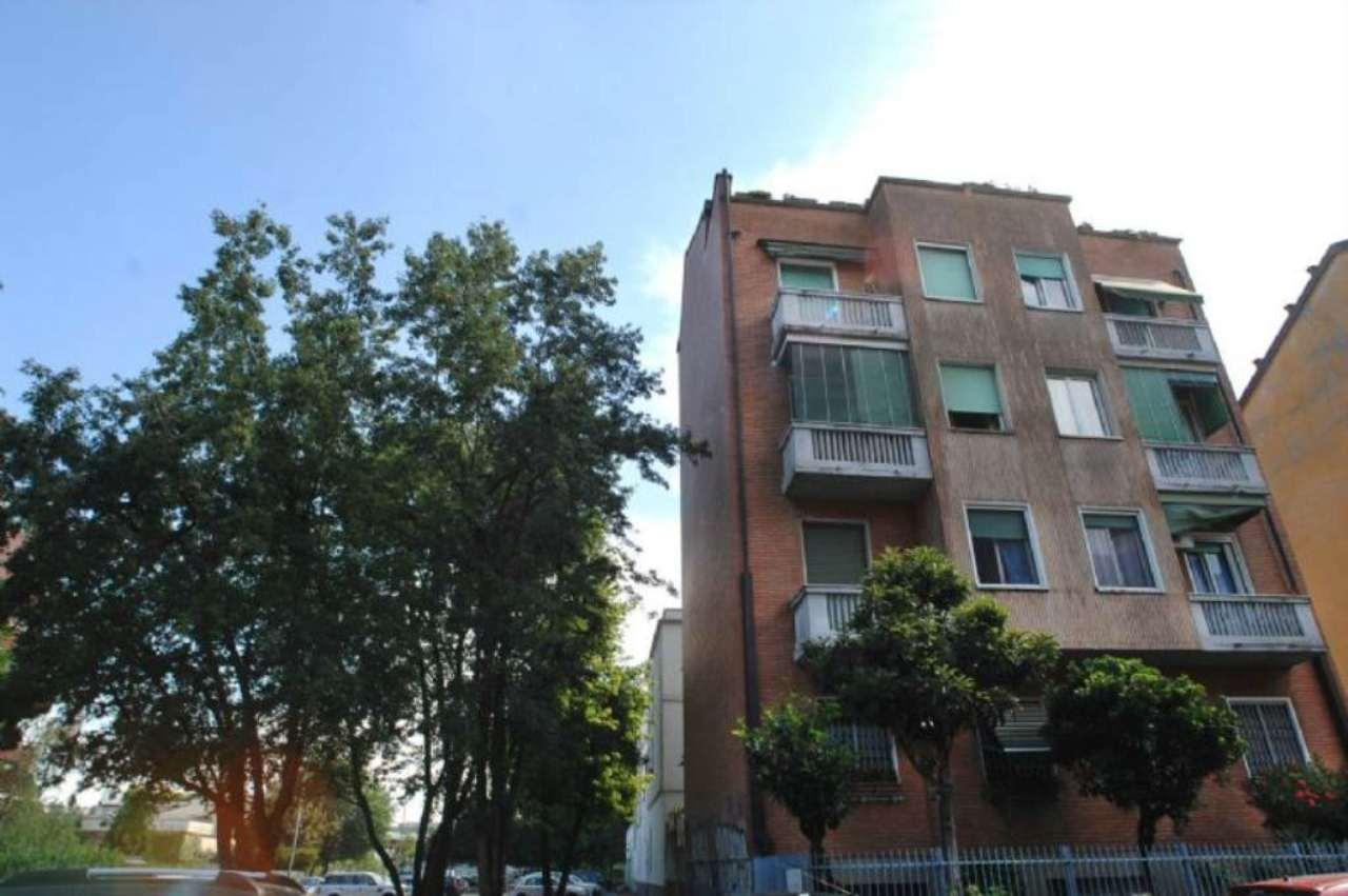 Bilocale Milano Via Bernardino Verro 9