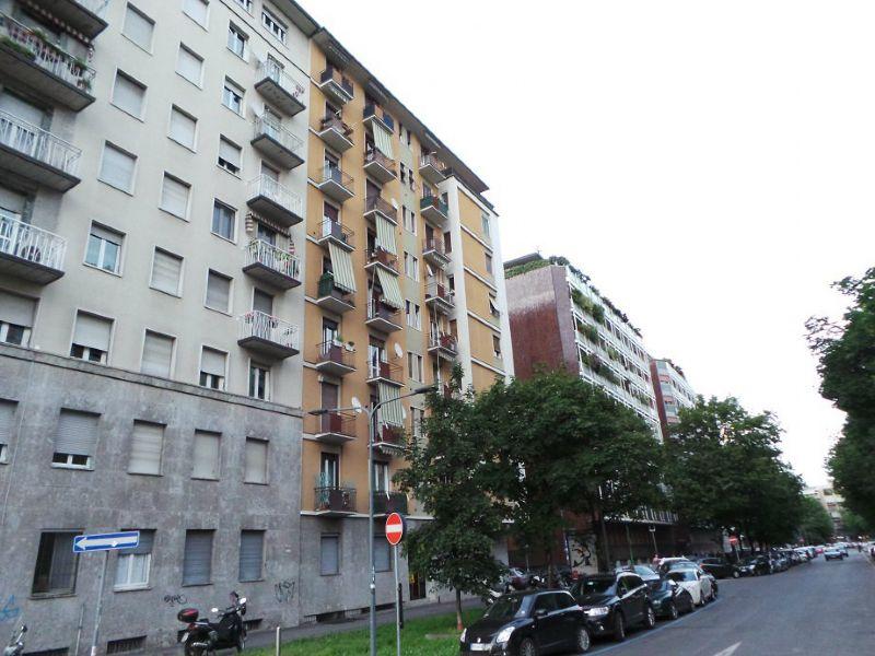 Bilocale Milano Via Roncaglia 13