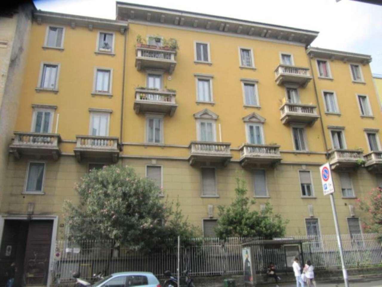 Bilocale Milano Via Carlo Imbonati 10