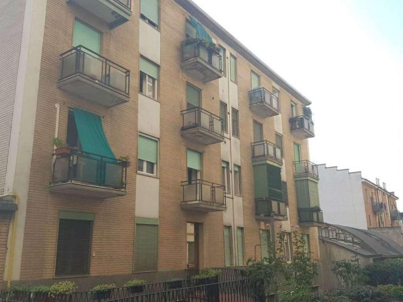 Bilocale Milano Via Alfonso Capecelatro 12