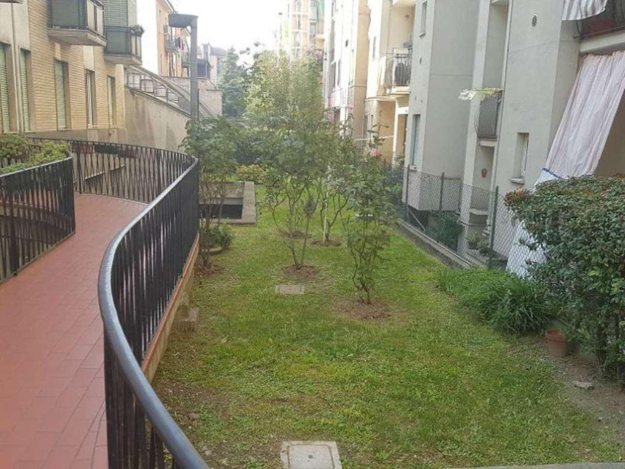 Bilocale Milano Via Alfonso Capecelatro 10
