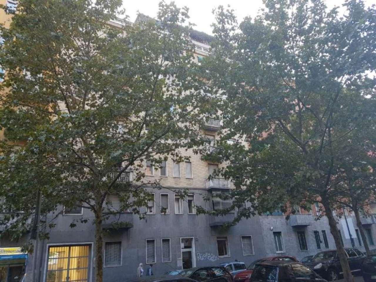 Bilocale Milano Via Alfonso Capecelatro 13