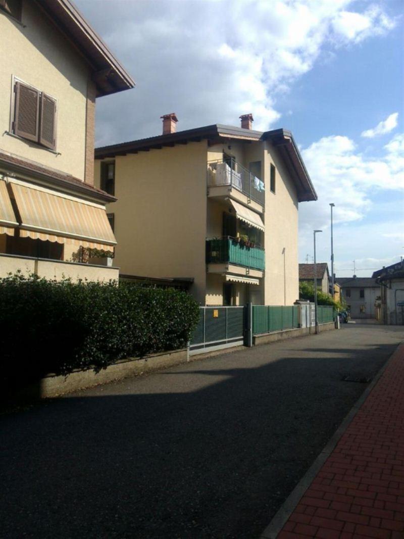 Bilocale Pessano con Bornago Via Cascina Valera 12