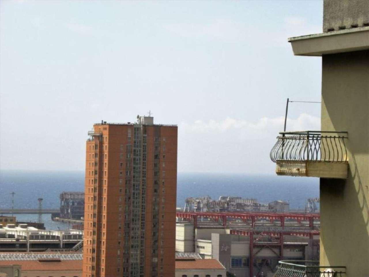 Bilocale Genova Via Dei Landi 12