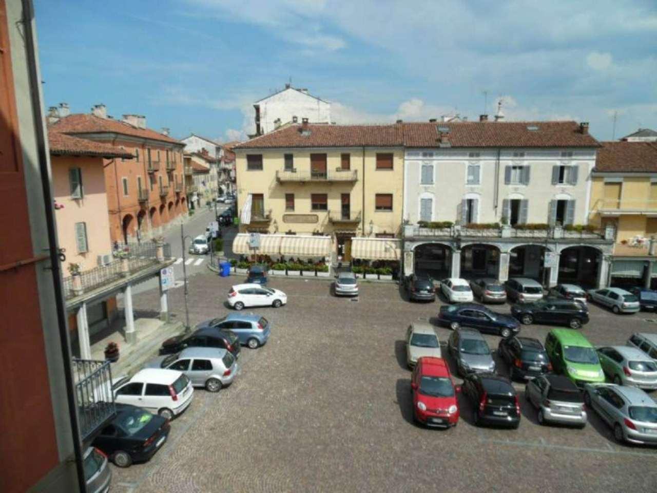 Bilocale Poirino Piazza Italia 9