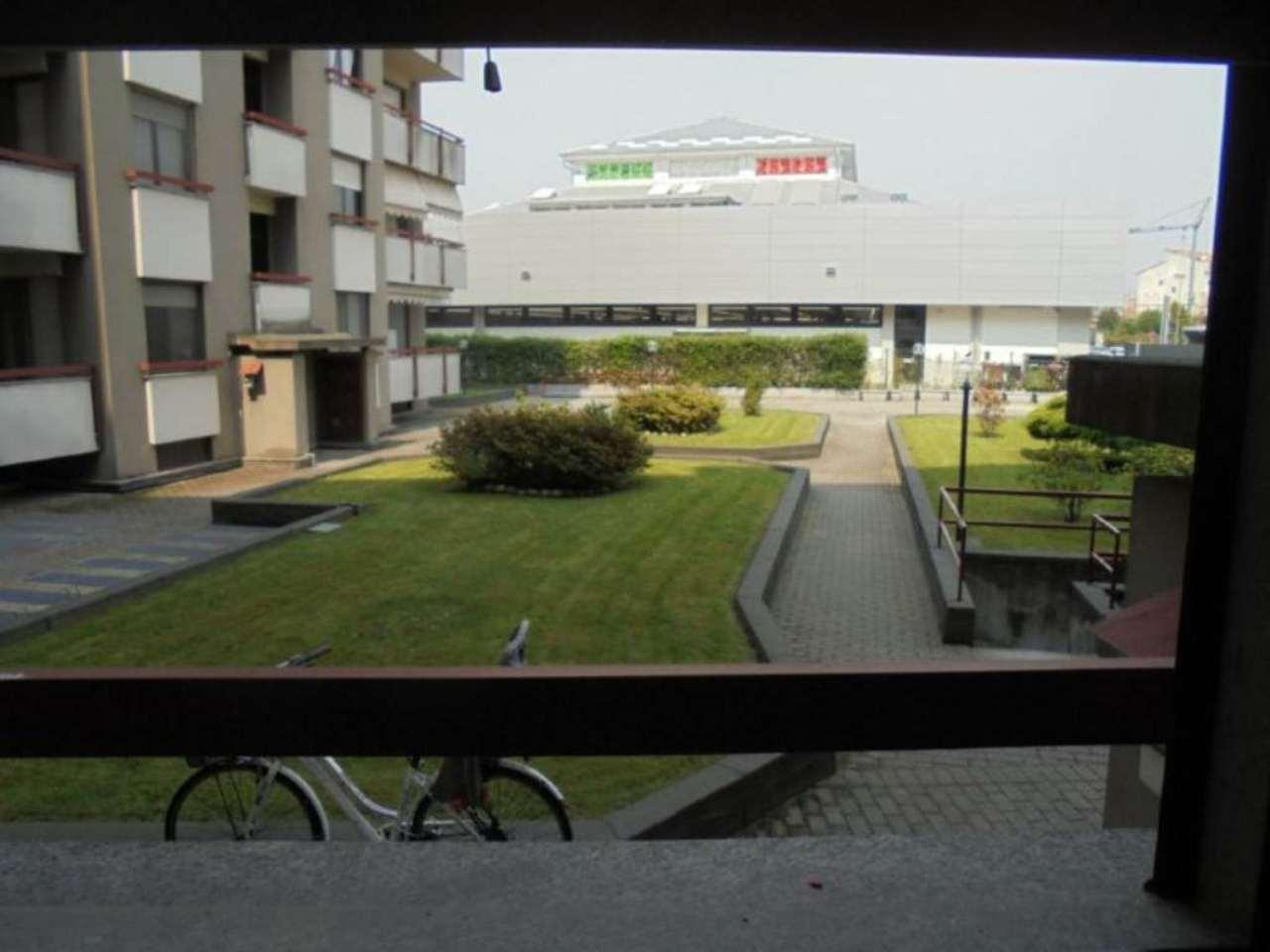 Bilocale Novara Via Luigi Camoletti 4