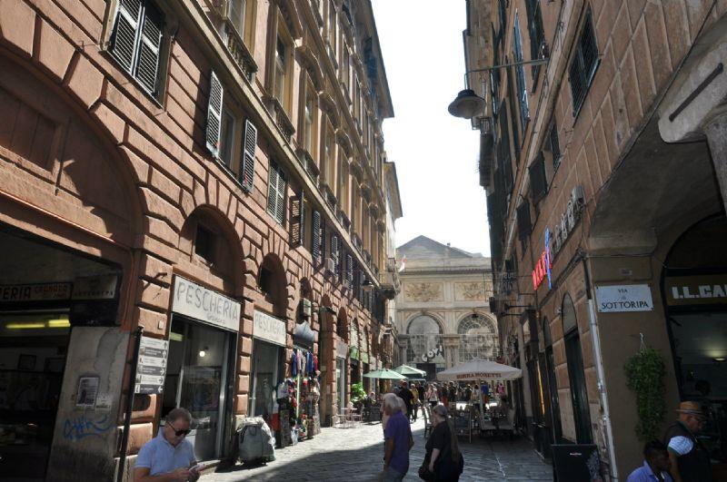 Bilocale Genova Via Ponte Reale 10