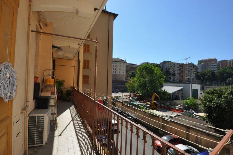 Bilocale Genova Via Torti 11
