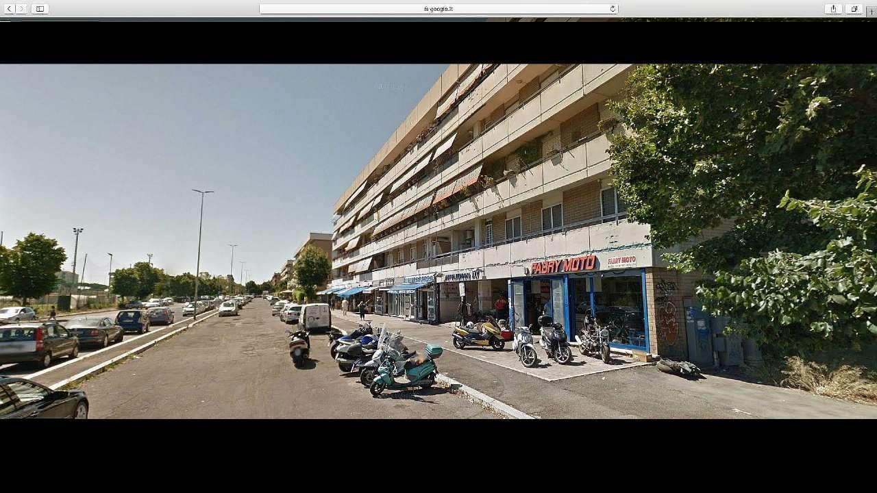 Negozio in affitto a Roma in Via Di Macchia Saponara