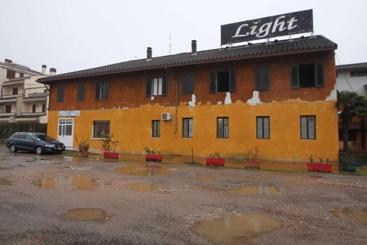 Palazzo / Stabile in vendita a Solaro, 20 locali, prezzo € 495.000 | CambioCasa.it