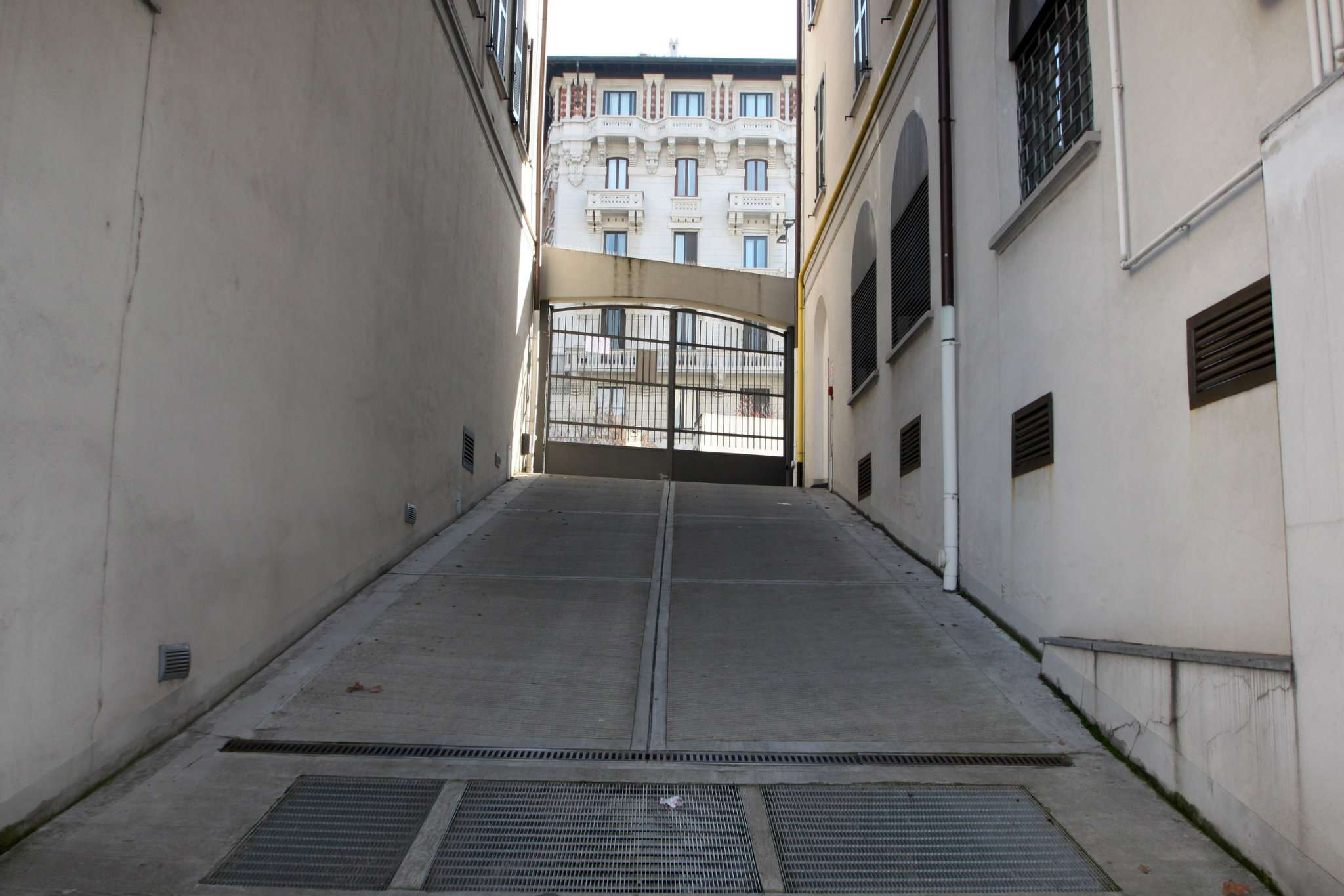 Box / Garage in affitto a Milano, 1 locali, zona Zona: 6 . V Giornate, XXII Marzo, P.ta Romana, Viale Corsica, Tribunale, Policlinico, prezzo € 200   CambioCasa.it