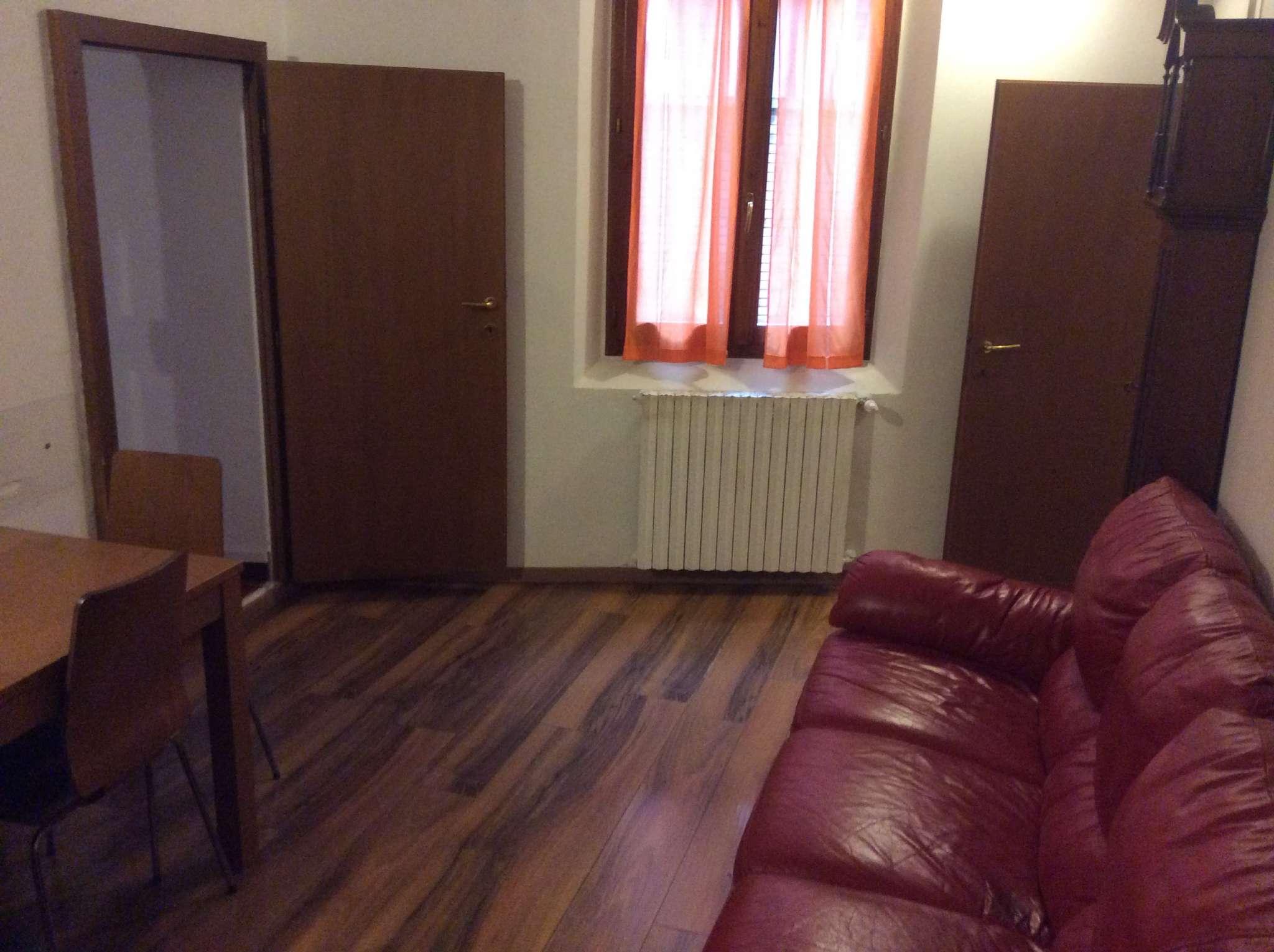 Appartamento in vendita 5 vani 80 mq.  via CASTELLATA Bologna
