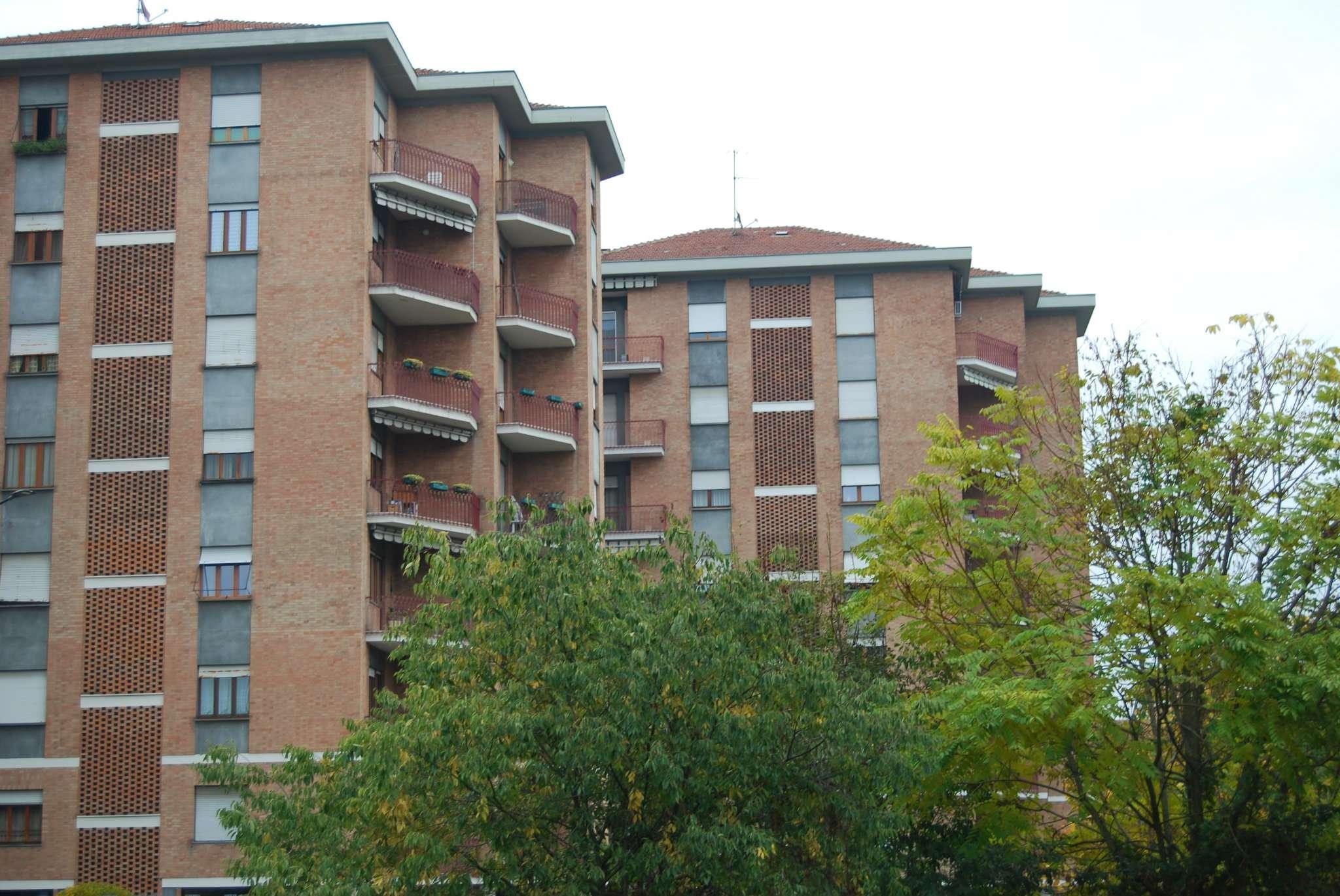 Foto 1 di Trilocale via Gottardo 245, Torino (zona Vanchiglia, Regio Parco)