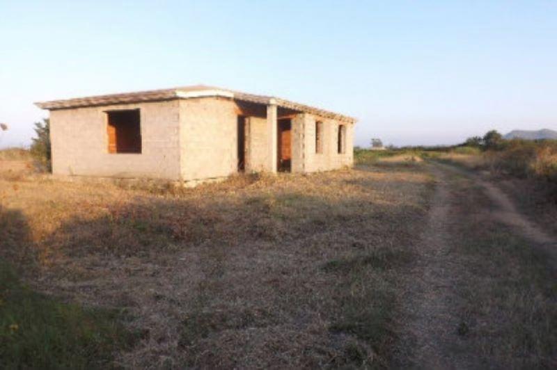 Villa in vendita a Posada, 4 locali, prezzo € 300.000 | CambioCasa.it