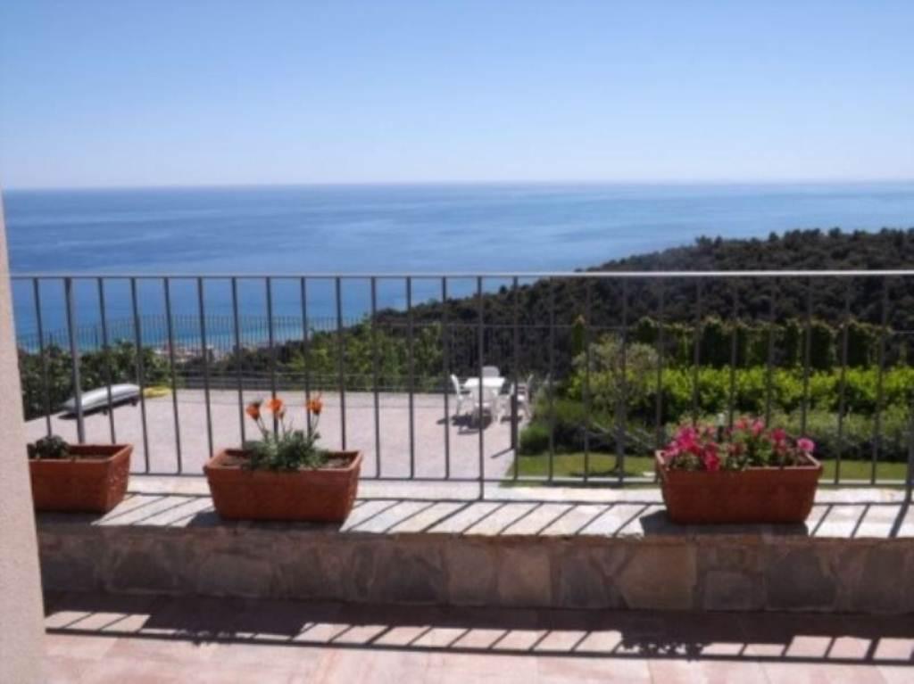 Villa in vendita a Camporosso, 6 locali, Trattative riservate | Cambio Casa.it